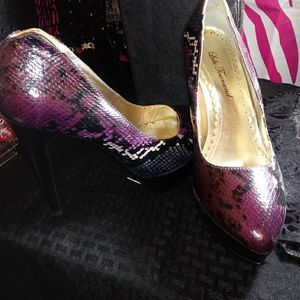 Shoes - Muti colored platform pump